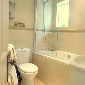 Bathroom in The Hesketh Crescent Holiday Apartment in Torquay.