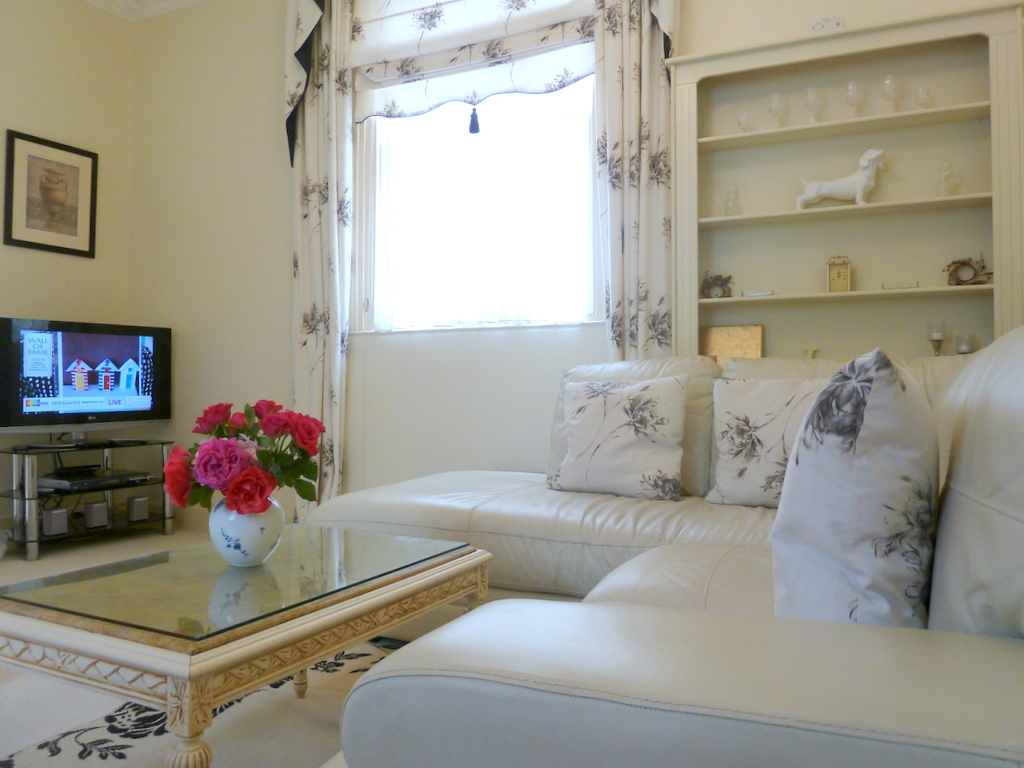 The Hesketh Crescent Apartment in Torquay. Five star (gold award) self catering holiday apartment.